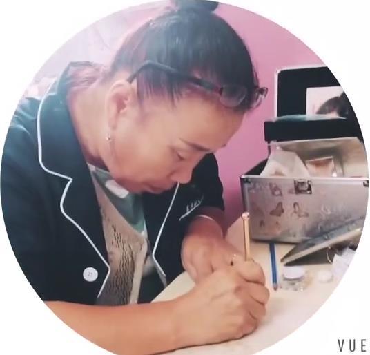 55岁的刘阿姨已经学习纹绣一周了